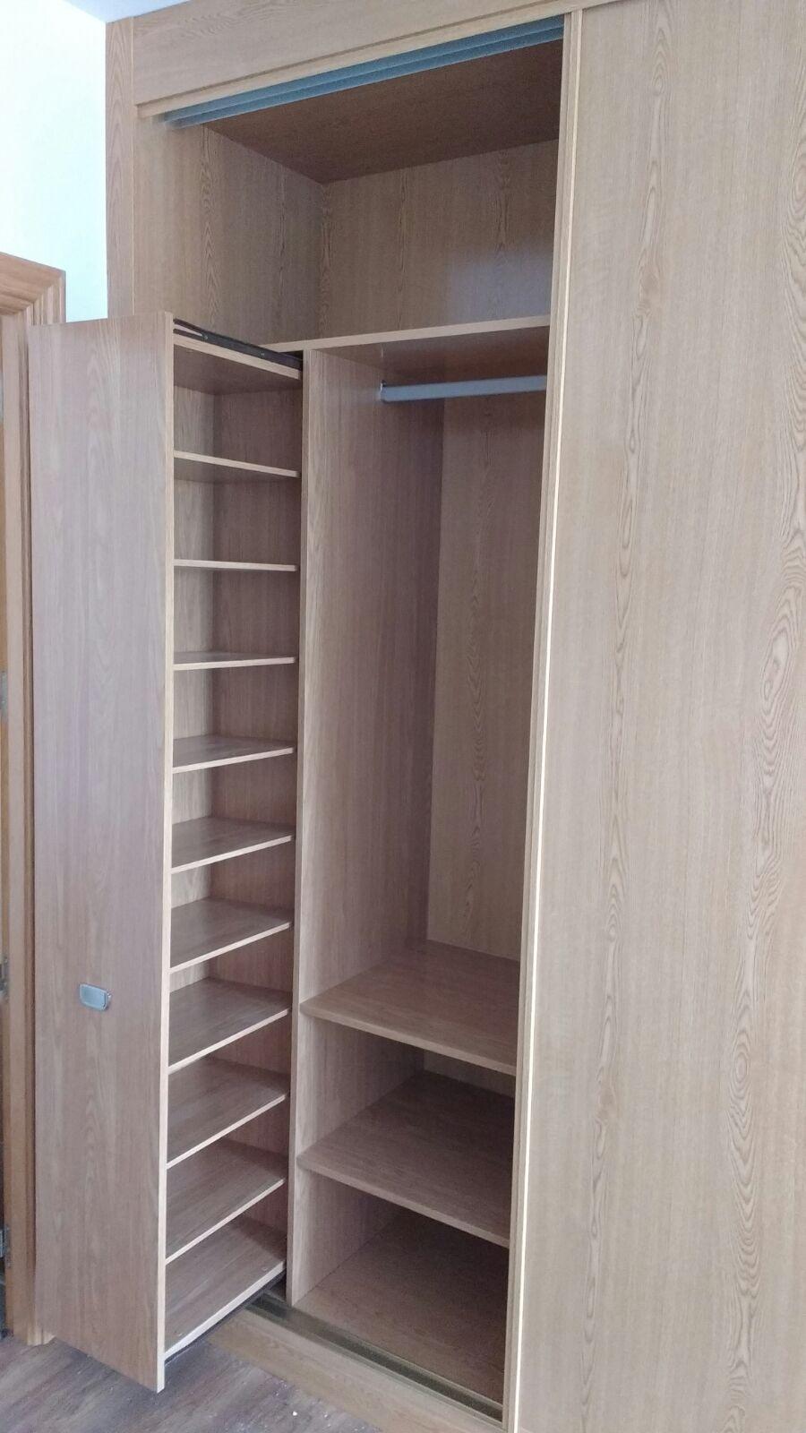 Zapatero en armario empotrado affordable armarios - Armario con zapatero ...