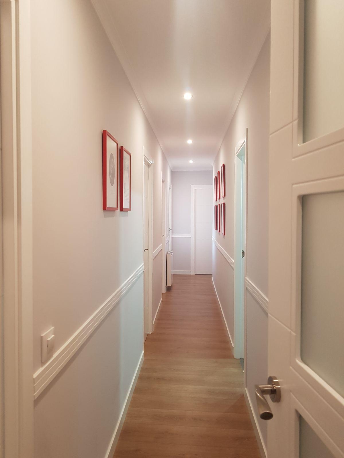 puertas y moldura de pasillo lacada